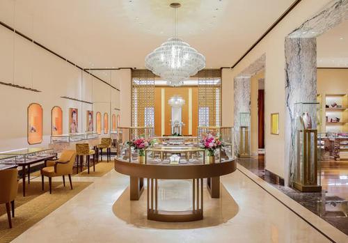 """丝芙兰中国去年收入达93亿元;JNBY在上海举办""""共生温室""""快闪创意展"""